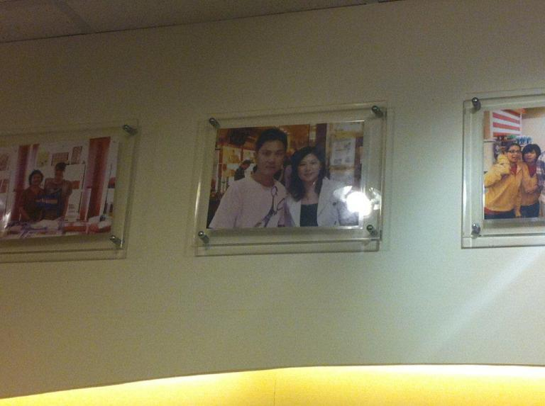 I spotted a familiar face... It's my friend Chew Chor Meng up on the wall!