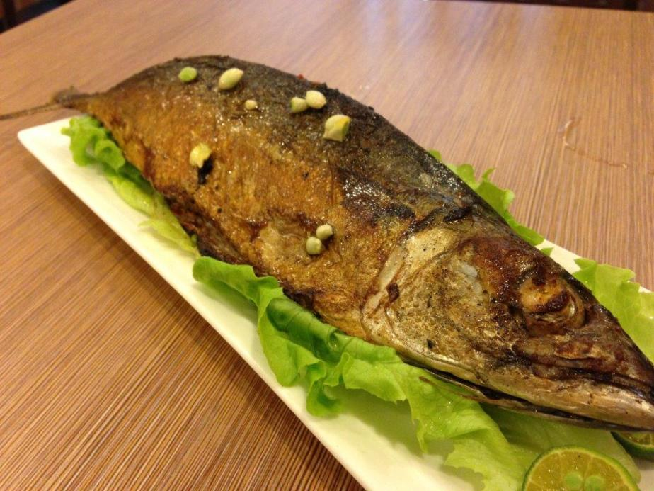 BBQ Sambal Mackerel RMB28 - I wanted to eat some fish as fish has a lot of bones in Shanghai and Jiangsu Province. Thought the fish would be small but no! It's quite big and I had difficulty finishing it! Nicely charred on the skin and loads of sambal applied inside. See pic below.