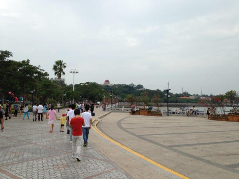Arrived at Gulangyu... Head straight for food!