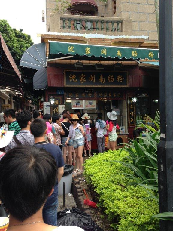 Fujian lu you'll see the long queue for the cheong fun