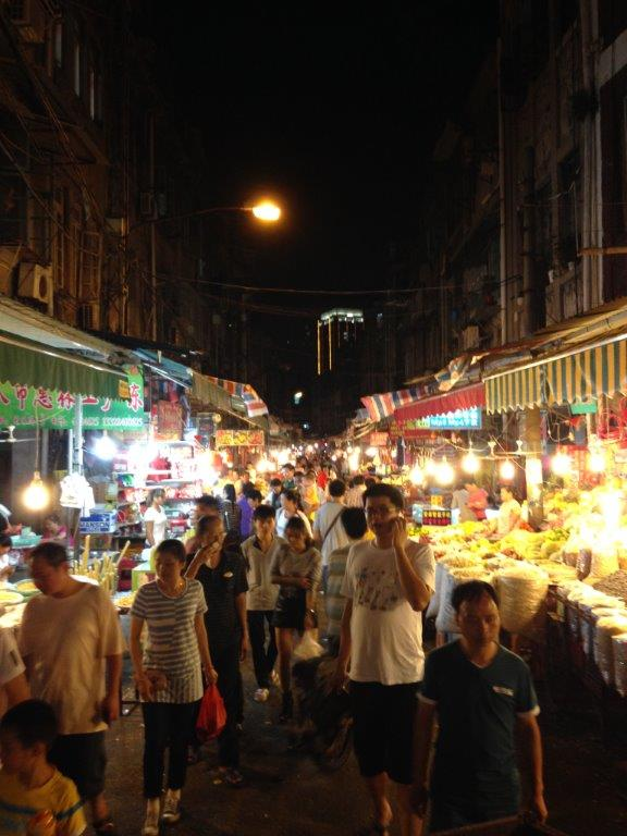Night wet market on Hengzhu Lu and Kaihe Lu... Be prepared for wet roads and splashing fish water when they are closing around 9pm+