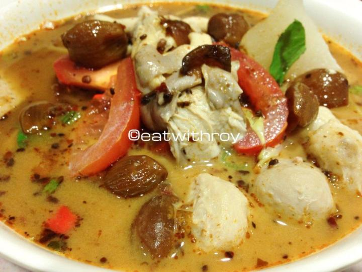 Thai Soup Noodles - The price depends on what you choose; From the soup base and noodle type and then your choice of toppings. The soup is pretty good, you can choose the level of spiciness and also many other options for condiments.