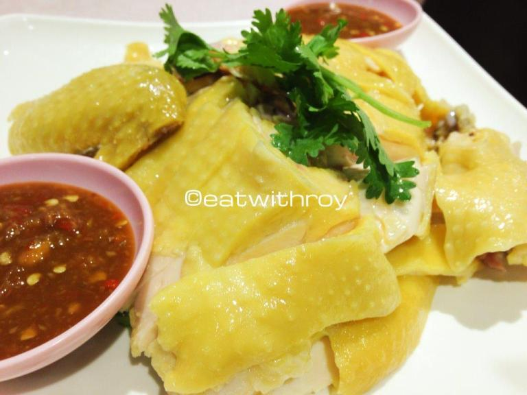 Hainan Chicken - Coming from Singapore where the Hainanese Chicken Rice originates, I cannot be too bias in my taste buds for Hainanese chicken elseswhere. Nevertheless, the chicken is tender and smooth (滑) and the chilli sauce is made in house, different from the ones in Singapore but they have developed a taste on their own and it's pretty good too!