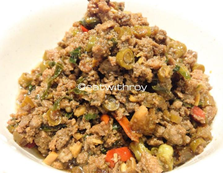 Fried Minced Pork With Basil Leaves - HK$38 and comes with rice.