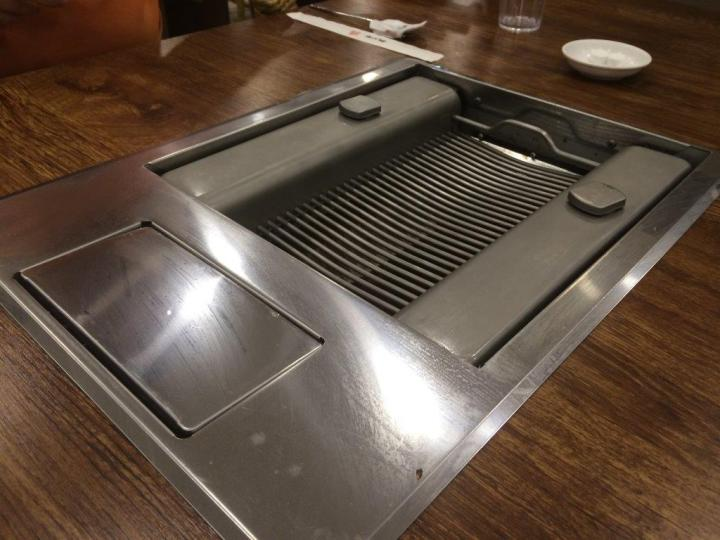 Custom-made table grill tops