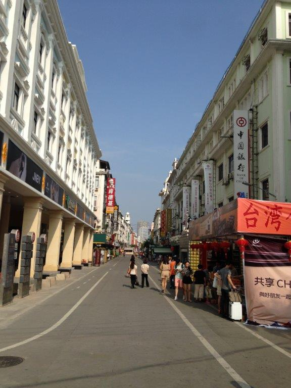 Was there around 2pm and surprisingly, the street was empty.