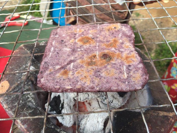 Some black rice glutinous thingy they BBQ first...