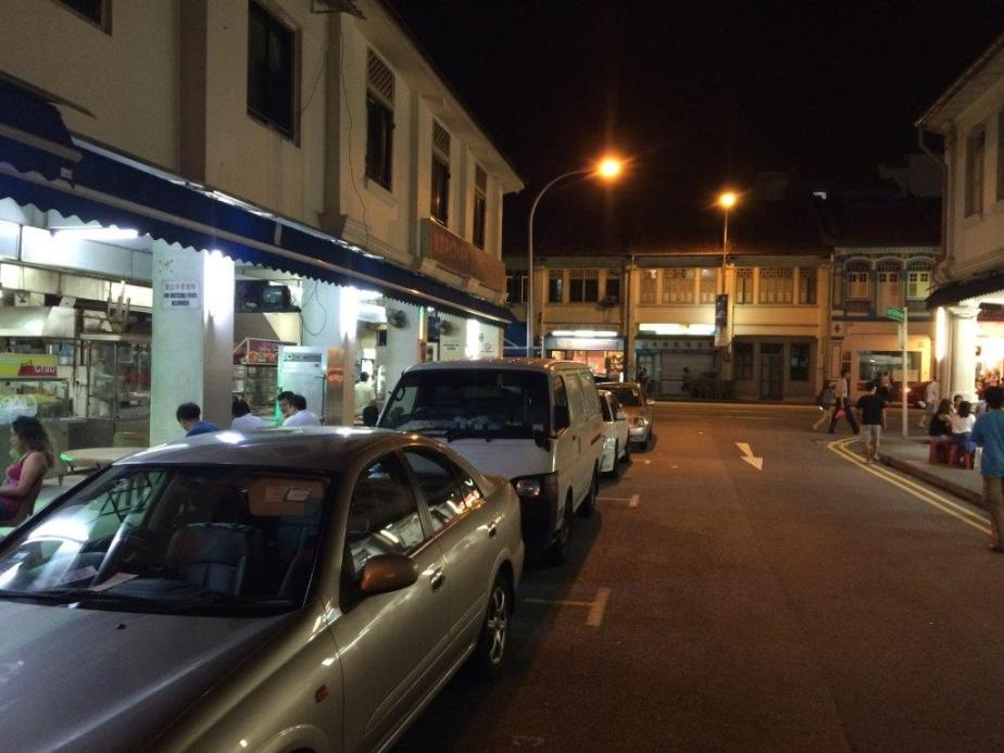As you turn in from Lorong 33, the coffee shop on the right. (Left of pic)