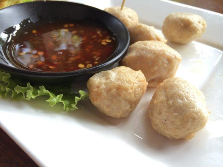 Side dish of fish balls are pretty good as well.
