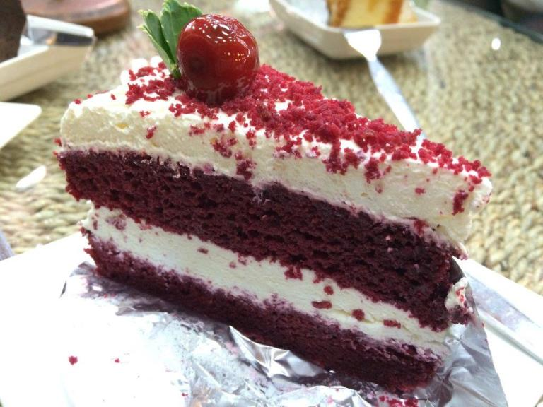 Red Velvet Cake - Too much cream, lacks character.
