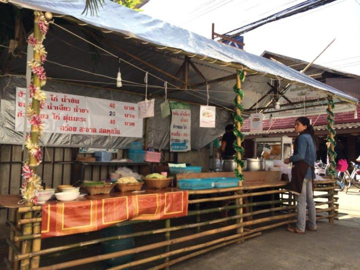 We spotted some Noodle soup stall along the street during the day and guess what, we ordered and tried!
