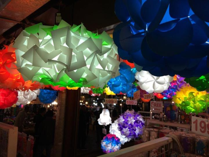 After dinner we walked around... very nice plastic lamps