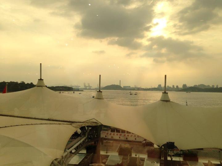 My view while having my dim sum... the discoloration is caused the sun protection film on the window.
