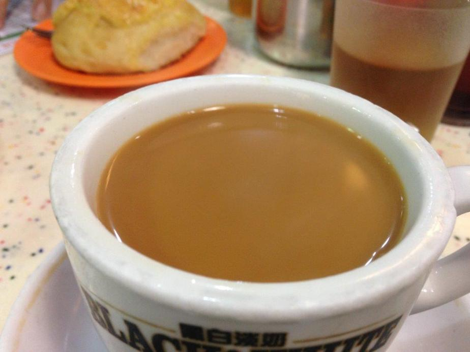 Hot Yuen Yang (milk coffee with tea)