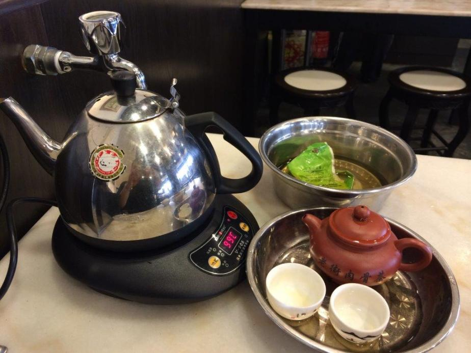 Traditionally, bak kut teh is usually accompanied by brewing a pot of chinese tea... Check out the tap for topping up the water by the side....