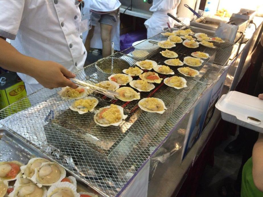 BBQ Scallops 4 for $10. Looks good, didn't try cos China cheaper haha