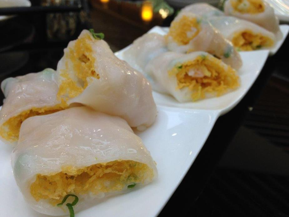 Rice flour rolls with crispy bits and shrimps inside. Quite innovative and the combination tasted pretty good.
