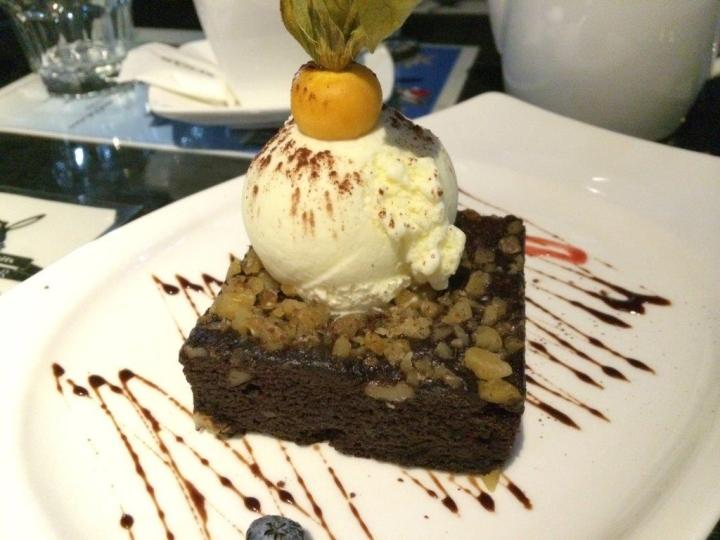 Brownie with ice cream. Not too bad but tasted better.