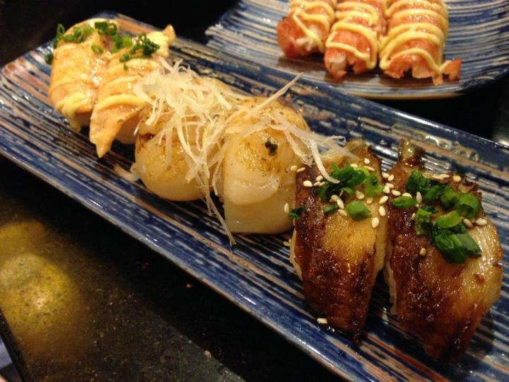 3 orders here of Unagi sushi RMB12, Scallo Sushi RMB26 and Grilled Salmon Sushi RMB9. All 3 types are delicious!