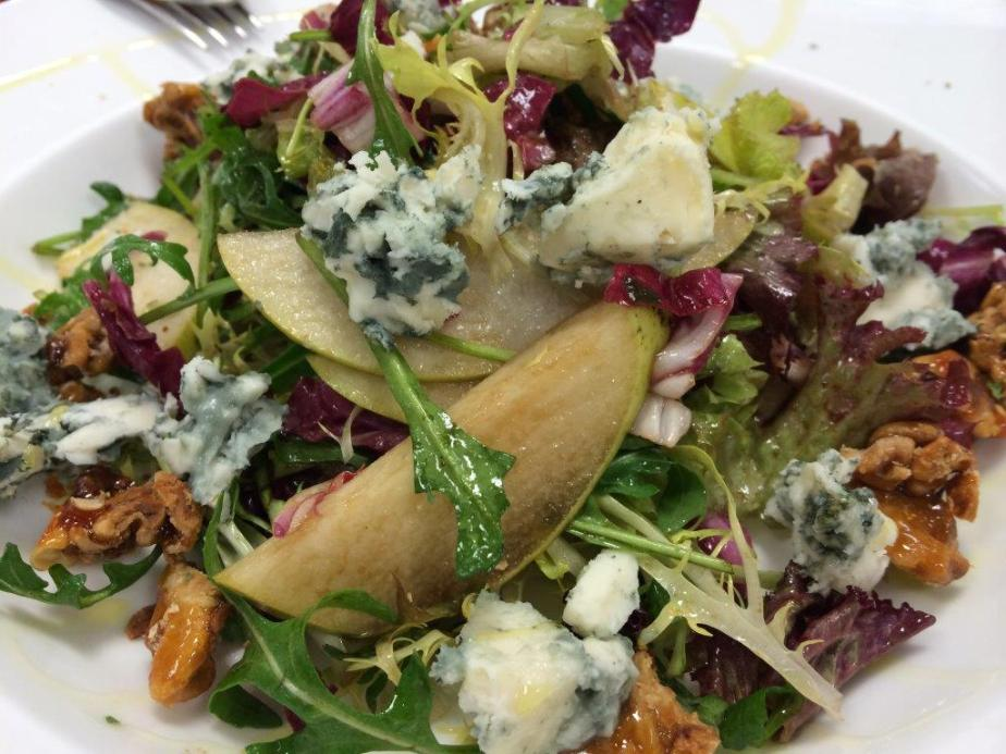 Pear, Blue Cheese & Caramelized Walnuts Salad - HK$88