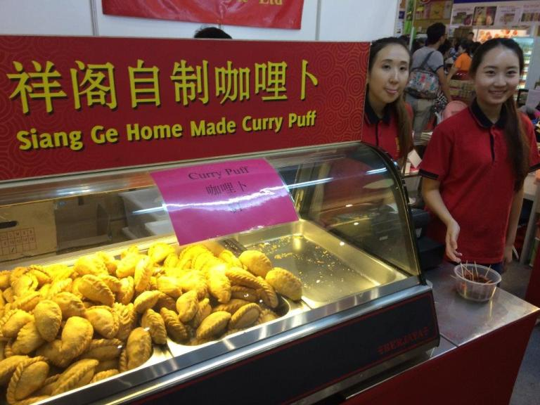 This curry puff not bad, a lot of chicken inside.