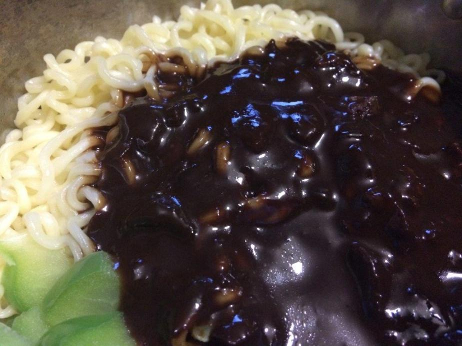 The sauce has the basic taste of our thick black soy sauce for chicken rice type but of course there are a lot more ingredients and flavour to it. The sauce itself has onions, potato and some mock meat inside.  Totally vegetarian and no MSG.