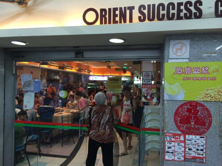 Entrance to the food court... there there my mummy in front!