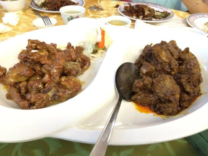 Pork Ribs in 2 flavours, curry and sweet & sour. Very nice dish especially the curry one.