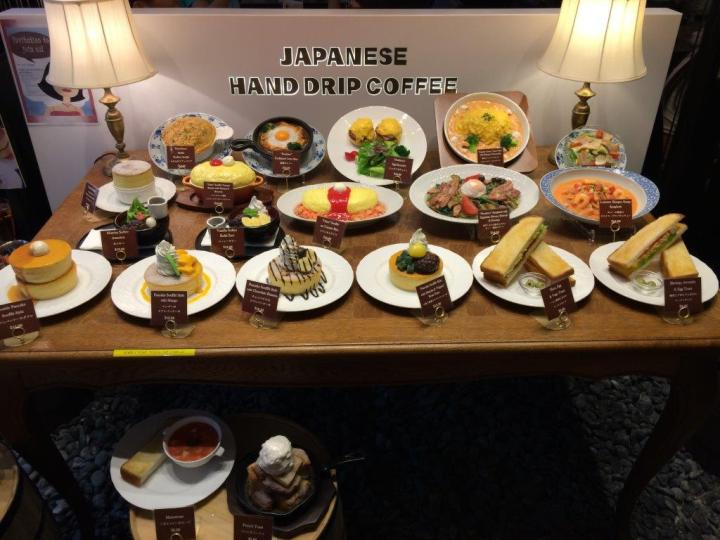 Model sample dishes for your selection while you wait in the queue.