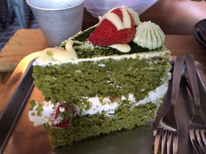 Matcha Cake. If I can remember clearly it is around S$7.50. Very big piece and very rich. Like a green tea brownie. Not too bad.