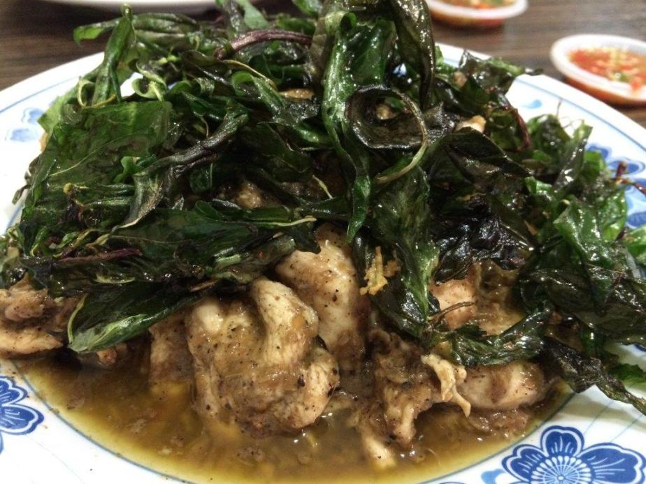 Lemon Grass Chicken - Another surprising dish. Fried with lemon grass puree and Thai basil leaves. Look at how much basil leaves they use for this dish. Definitely worth it.