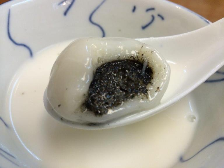 Black sesame filling inside, the ball is nice and soft.