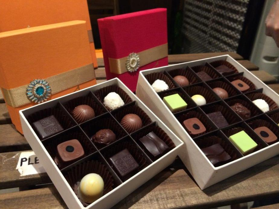 Diwali (Deepavali) Gifts Sets in awesome gift boxes. The 9-piece box is going for $31 and the 16-piece box is going for $46.