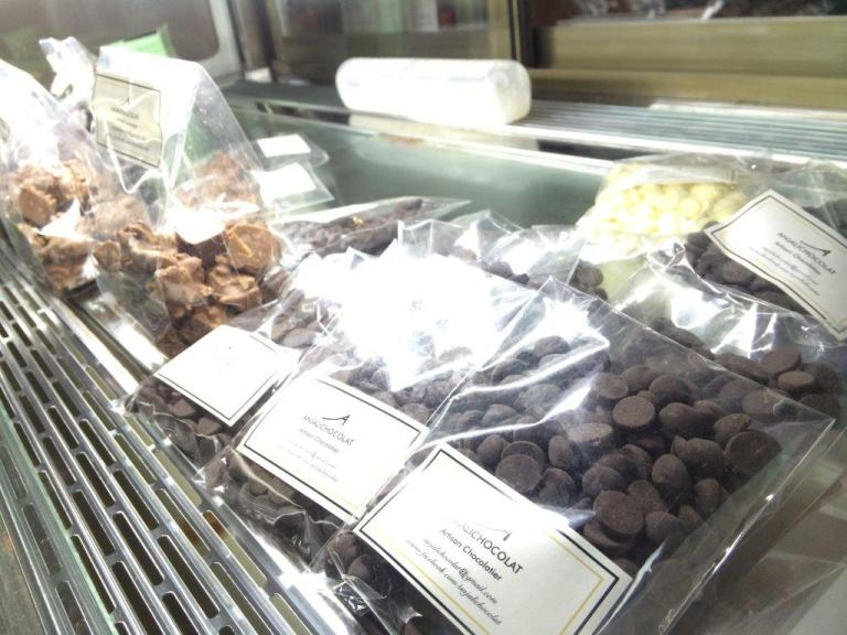 For those who loves chocolate fondue, you can get the chocolate chips here too!