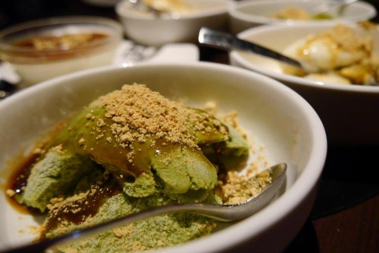 Matcha Ice Cream ($2.80) - Served with brown sugar syrup and soya bean powder dusted over. Lovely!