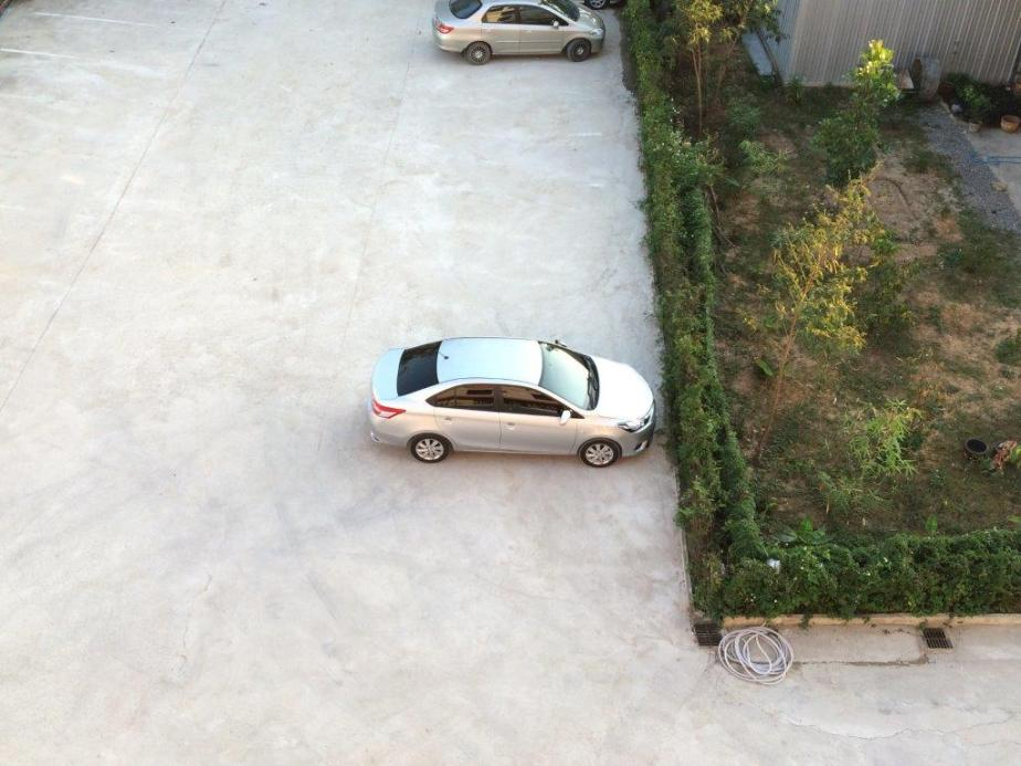Can see my car from the balcony. Nice.