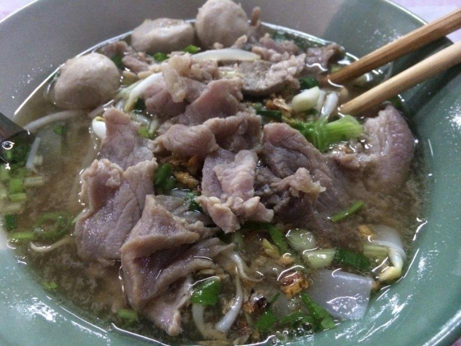 35 Baht. A big bowl of porky madness