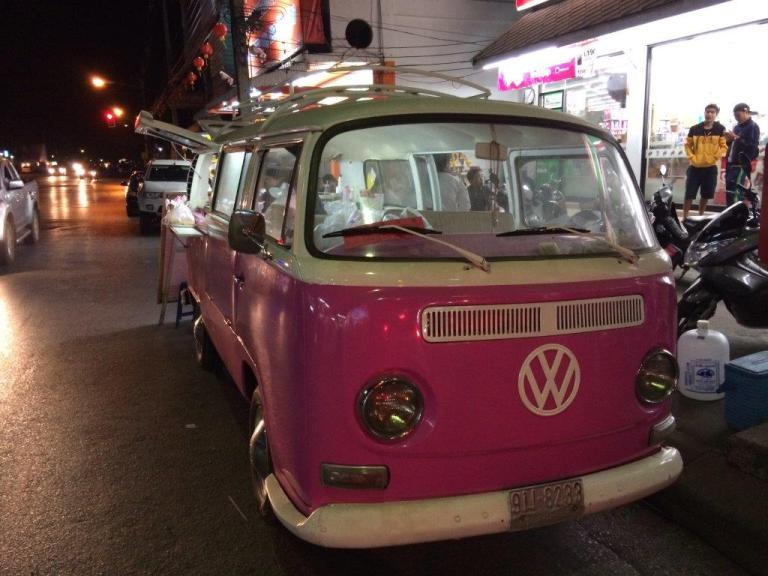 Totally in love with this pink VW!