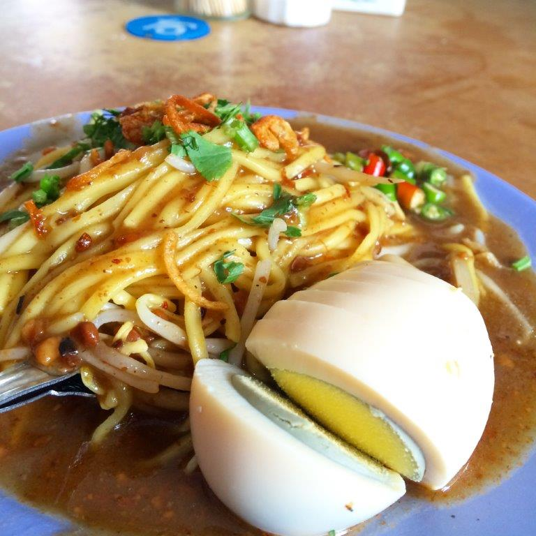 Yes, it's Mee Rebus! And it's only 10000rupiah (S$1!) One of the best in Batam already!