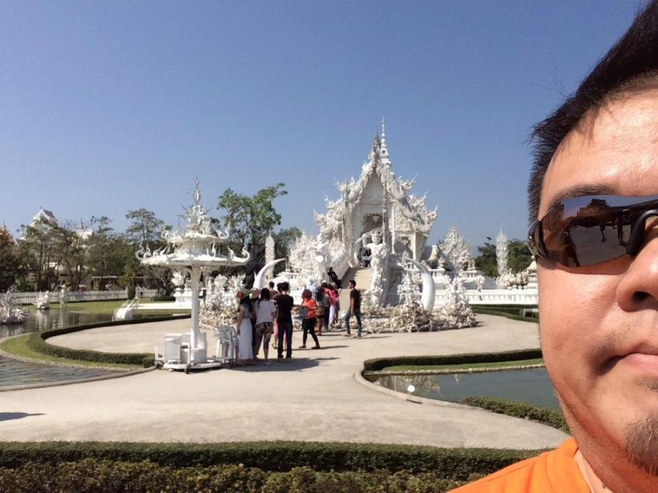 But first, stop by Wat Rong Khun aka White Temple. Seriously too touristy for me. So I took a selfie anyways! ;P
