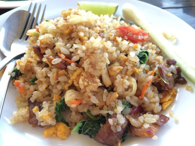 Lady didn't speak English, so I used my limited Thai to order a fried rice. Thais somehow do damn good fried rice!