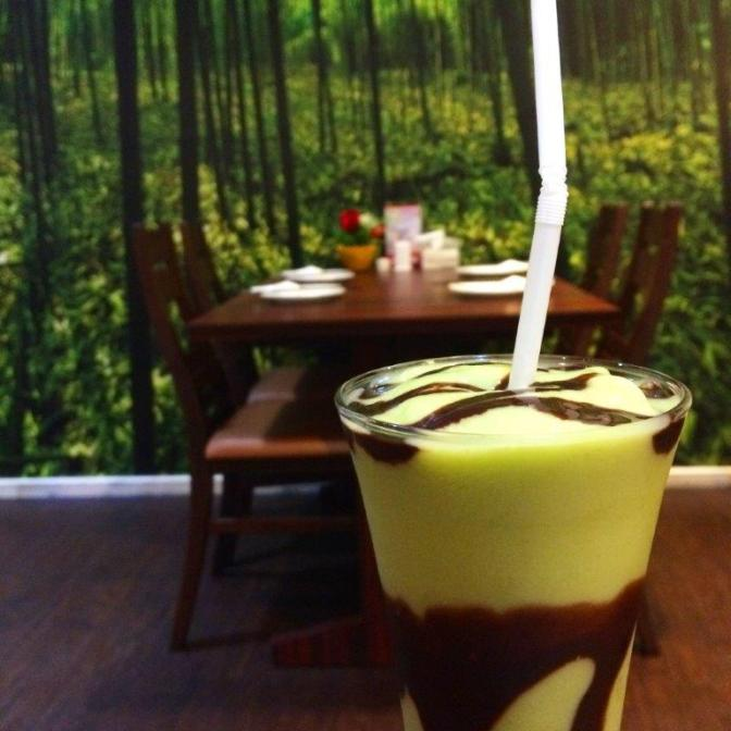 Avocado juice with chocolate