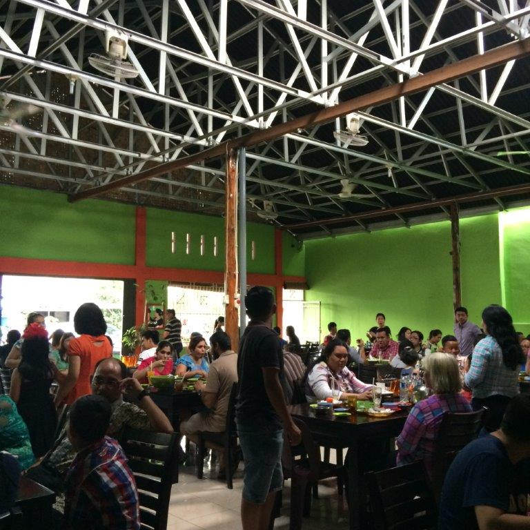 2pm+... so crowded... almost couldn't get a table. Oh and one thing in Medan... no one shares table! You might get stares if you ask to share table hahaha
