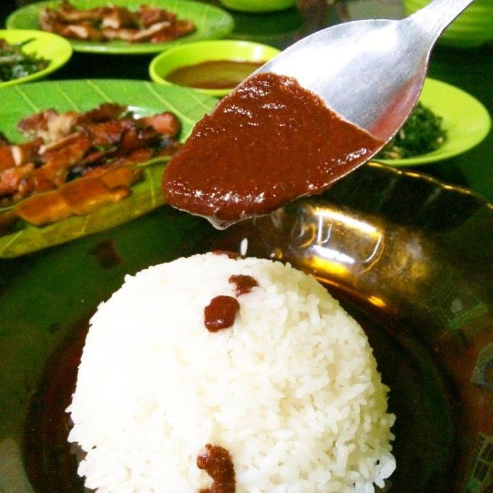 Pigs' blood sauce to go with your rice. Taste very spicy and sour. Can skip.