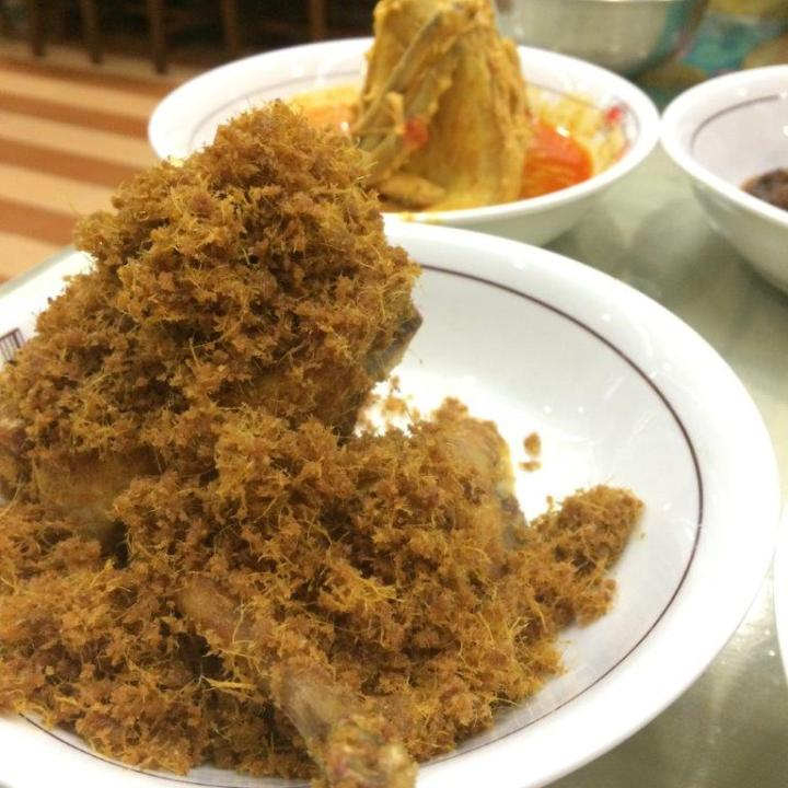 Awesome fried chicken!!! Total damage came up to around S$25 which is considered expensive in Medan!
